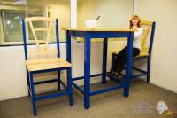 Гигантские стол и стулья